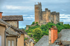 Najac Castle over the rooftops (PhilHydePhotos) Tags: architecture buildings france lesplusbeauxvillagesdefrance najac southoffrance themostbeautifulvillagesoffrance bâtiments