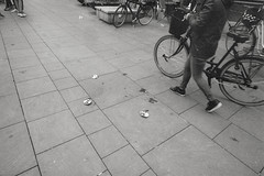 Sporene skræmmer. Den lille socialrealistiske samfundskommentar. (mgfoto2011) Tags: leicamda voigtländercolorskopar21mmf4 expiredfilm kodaktmax400 selfdeveloped xtol11 odensedenmark
