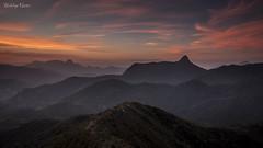 Entardecer no Alto da Ventania (Waldyr Neto) Tags: sunset cloudsstormssunsetssunrises crepúsculo montanhas mountains montanha serradosórgãos serradaestrela petrópolis