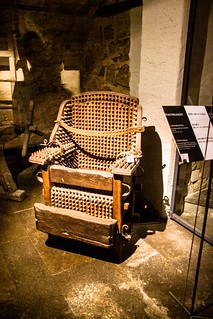 Folterinstrumente: Hexenstuhl - Stuhl mit Dornen