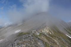 3° au col de Torrent 2916 mètres (bulbocode909) Tags: valais suisse evolène moiry coldetorrent valdanniviers valdhérens sasseneire brume randonneurs névés neige paysages bleu grimentz montagnes nature