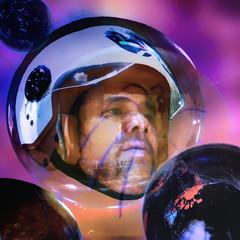 Uh! Houston, we've had a problem - Houston tenemos un problema (COLINA PACO) Tags: houstonwevehadaproblem astronauta astronaut casco hombre homme man uomo scifi cienciaficción portrait retrato ritratto franciscocolina fotomanipulación fotomontaje photoshop photomanipulation