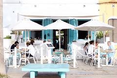 Tesoro: trío (AriCatalán) Tags: juegolvm escueladejackie beach mar azul lamasbonita trio sombrilla valencia playa restaurante