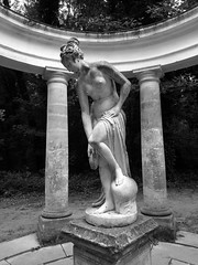 Nu aux bains ... (Thierry GASSELIN) Tags: statue nu nude nb bw femme woman