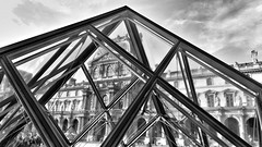 pyramid louvre paris france (Photo: vincentag on Flickr)
