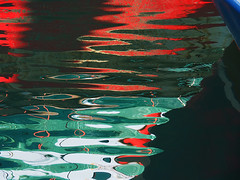 Astratto - Abstract (Ola55) Tags: ola55 italy mare sea acqua water reflections riflessi verde green red rosso superficie surface luce light vecchiabarca oldboat