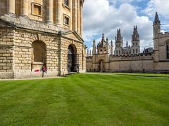 LR Oxford 2017-8180337 (hunbille) Tags: birgitteoxford20171lr england oxford university oxforduniversity universityofoxford birgittelondon20175lr radcliffe square radcliffecamera camera radcliffesquare all souls college