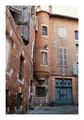 Vieille rue - Albi (DavidB1977) Tags: france occitanie midipyrénées tarn canon eos100 film argentique kodak gold rue albi