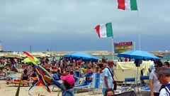 IMG_4685 - a ferragosto (molovate) Tags: agosto ferragosto spiaggia mare gente lido folla tafme bandiera volate tricolore molovate flag evola estate ombrellone lettino sanvitolocapo trapani tommaso