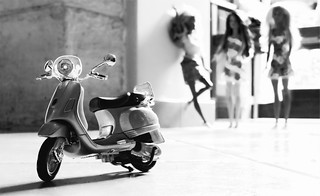 Vespa LXV & Barbies meeting