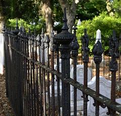 Grave Fencing (pjpink) Tags: oldburyingground grave graveyard burial historic cemetery smalltown beaufort northcarolina crystalcoast nc carolina may 2018 spring pjpink 2catswithcameras