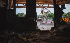 Maggi - Tiregrap (MichaelBmxking) Tags: canon 2470mm 85mm 5dmk3 5dmkiii elinchrom elb 400 elb400 skyport hs flash berlin germany neukölln blub badeparadie swimming pool abandoned place ruin burned down grenzallee bmx maggi tricks outdoor outdoors concrete grafitti sports youth fun sun summer summertime jam jamming joy autumn bikes