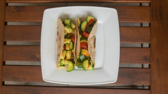 Würzige Vegane Tacos mit Zucchini, Tomaten und Avocado von oben fotografiert (marcoverch) Tags: köln nordrheinwestfalen deutschland de food lebensmittel vegetable gemüse noperson keineperson meat fleisch meal mahlzeit dinner abendessen plate teller dish gericht lunch mittagessen grow wachsen delicious köstlich epicure feinschmecker cuisine kochen restaurant pepper pfeffer onion zwiebel cooking table tabelle pork schweinefleisch stilllife stillleben event rural moon flying ford air second sunny football bright würzige vegane tacos zucchini tomaten avocado vonobenfotografiert