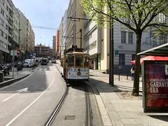 Rua de Ceuta (ernstkers) Tags: 220 bonde brill lightrail porto portugal stcp stcp220 streetcar tram tramvia tranvia trolley eléctrico strasenbahn spårvagn
