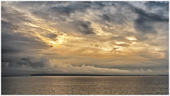 Es wird Abend über dem Bodden (ernst.koeppel) Tags: bodden jasmund rügen ostsee balticsea meer sea mare mar clouds wolken light sunlight sunset sky himmel weite ruhe