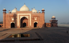 mosque at taj mahal grounds (kexi) Tags: agra india asia uttarpradesh tajmahal mosque yamuna river islam old ancient red canon february 2017 white domes arches architecture instantfave