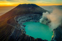 Mount Ijen (3dgor 加農炮) Tags: phantom4pro mountijen ijen mountain volcano lake crater drone sunrise