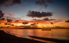 Sonnenblick auf Banda (Derroteknopf) Tags: sunset sonnenuntergang sun sonne cloud wolken sea meer boat boot fisher fischer beach strand orange
