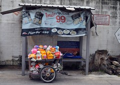 nap time (the foreign photographer - ฝรั่งถ่) Tags: ambulatory plaster bank vendoe sleeping nap taking our street bangkhen bangkok thailand d3200