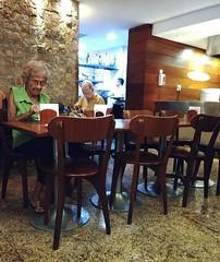 sozinhos (luyunes) Tags: sozinho solitário solidão fotografiaderua cenaderua mobilephotographie mobilephoto motozplay luciayunes streetscene streetphotography streetphoto streetlife street lifestreet life