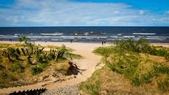 Tag 5 (2) (uwesacher) Tags: sand gras wasser strand meer personen himmel ostsee wolken x100s lettland düne dünen