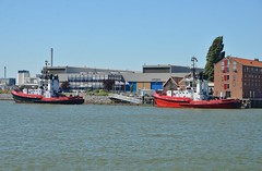 Union 7 en Union 11 (Hugo Sluimer) Tags: portofrotterdam port haven nlrtm onzehaven rotterdam zuidholland holland nederland