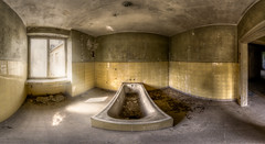 Freitag ist Waschtag (explore) (Blacklight Fotografie) Tags: waschtag badewanne washingday pano panorama verlassen verfallen abandoned decay lost urbex hdr lostplace bathtub forgotten