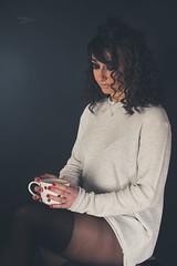 Lola (www.michelconrad.fr) Tags: rouge canon eos6d eos 6d ef24105mmf4lisusm 24105mm 24105 femme modele portrait studio noir pose bas collants pull canapé tasse fondnoir