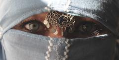 deep view (Fia by Marv) Tags: niqab woman eyes femme yeux verhüllt velo veil veiled verschleiert mujer augen oriental tücher voile schleier masked frau portrait scarf colour kopfschmuck hijab occhi ojos donna maskiert mask schal vermummt platinumheartaward vividstriking