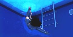 Splash (MoniKa Dieterle) Tags: monica dieterle pool dive diving swimming second life sl model supermodel mode summer blue empire bikini foxcity backdrop city
