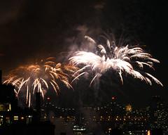 Macys Fireworks NYC 2018-17 (Diacritical) Tags: nikond850 pattern 70200mmf28 16secatf80 july42018 83428pm f80 165mm brooklyn macys4thofjuly fireworks