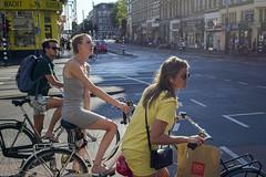 Op uw plaatsen... klaar... (Tim Boric) Tags: amsterdam bilderdijkstraat kinkerstraat fietsers cyclists verkeer traffic kruispunt intersection