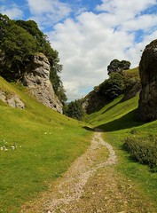 32495 (benbobjr) Tags: castleton derbyshire england english unitedkingdom gb greatbritain britain british peakdistrict cavedale path pathway footpath bridle way publicfootpath chapelenlefrith limestonewayfootpath limestoneway