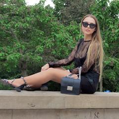 Portrait of sexy blonde (pivapao's citylife flavors) Tags: paris france people trocadero girl beauties portrait