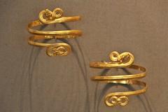 Gold Armlets from Tarentum (3rd century BC) (just.Luc) Tags: antiquité oudheid ancienthistory gold goud or armlet bracelet armband altesmuseum berlin berlijn allemagne deutschland duitsland germany europa europe museum museo musée juwelen bijoux jewellery schmuck