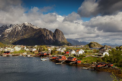 Reine @ The Lofoten Islands 2018 (zilverbat.) Tags: noorwegen reine tripadvisor travel landscape wallpaper world europe zilverbat bild lake clouds mountains visit postcard nature hike hiking trip map canon pin tourism tour hotspot hotel lofoten thelofotenislands fjorden fjords outdoor norwegian norwic discover ngc guide islands geologic natuur sunlight dramatic scenery town city houses harbor lee scandinavië village cottages thearcticcircle