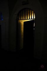 Kilmainham Gaol (tim_asato) Tags: timasato kilmainhamgaol jail carcel door puerta scary crepy light luz contrast contraste shadow miedo fear creepy horror ireland irlanda dublin
