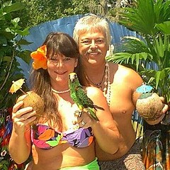 THE PROFESSOR & MARY ANNE (mare168) Tags: parrot jardine maf tropical
