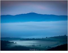 Ochtend schemering (nandOOnline) Tags: frankrijk auvergne folgoux fotografie lafougeraie landschapsfotografie masterclass workshop allegre mist wolkendek heuvels schemering ochtend