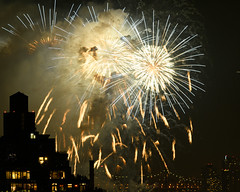 Macys Fireworks NYC 2018-59 (Diacritical) Tags: nikond850 pattern 70200mmf28 16secatf80 july42018 84427pm f80 210mm brooklyn macys4thofjuly fireworks
