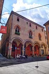 Bologna - Casa Castelli (Daisuke Ido) Tags: bologna palazzo palace medievale medieval casacastelli viaparigi mattoni bricks archi arches colonne columns