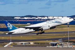 ZK-OKF NZ B772ER 25 YSSY-9638 (A u s s i e P o m m) Tags: airnewzealand airnz nz anz boeing b772 syd yssy mascot sydneyairport