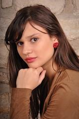 Lisa (kin182photo) Tags: portrait studio brune brunette red lips lèvres rouge wall mur beautiful girl jeune femme young woman portraiture jolie fille face visage pretty cute