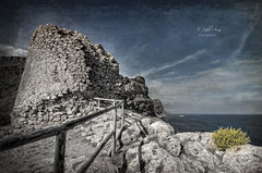(340/18) Torre de la Punta del Cavall (Pablo Arias) Tags: pabloarias photoshop photomatix capturenxd españa cielo nubes arquitectura torreón torre roca mar agua mediterráneo puntadelcavall benidorm alicante