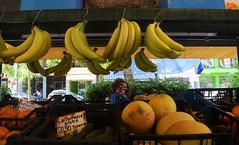 And fruits are important, too. (BarbaraBonanno BNNRRB) Tags: fruit food greciagreece greek grèce греция يونان ギリシャ grecia greece barbarabonanno bonannobarbara bybarbarabonanno bnnrrb foto photo