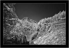 Caldera de Taburiente, La Palma, Canarias (Bartonio) Tags: 720nm bw blanconegro caldera canaryislands crater cráter infrared ir islascanarias lapalma landscape modified monochrome nationalpark naturaleza nature nikkor18mm35 paisaje park parque parquenacional sonya7ir taburiente