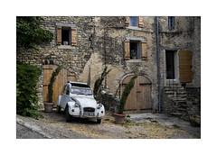 Deuche (Olivier Faugeras) Tags: luberon saignon cars voiture provence pentax citroën 2cv