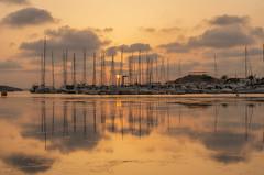 A la espera. (Amparo Hervella) Tags: atardecer barco reflejo nube lamangadelmarmenor cartagena españa spain paisaje color d7000 nikon nikond7000
