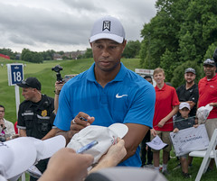 Tiger Woods (Keith Allison) Tags: golf pga tigerwoods quickenloansnational autograph