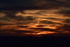 DSC_9103 (griecocathy) Tags: montagne ciel coucher soleil sombre lumineux nuage noir ocre jaune vert gris oranger crème paysage marron